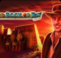 Улыбающийся мужчина с правой стороны -графика игры Book of Ra Magic на официальном сайте Плей Фортуна